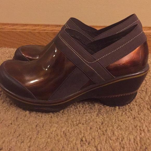 Jambu Sport Wedge Design Nursing Shoes
